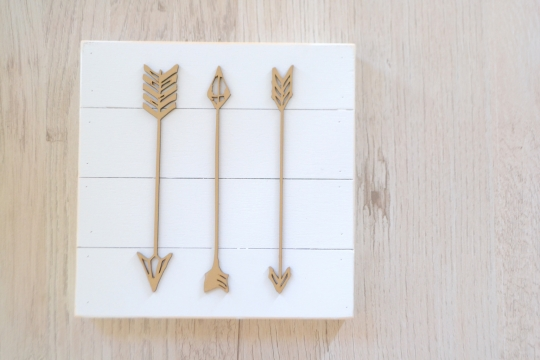 PETAL LANE arrow wood plate