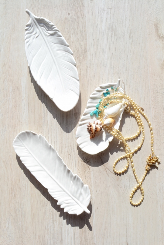 TWO's feather white tray