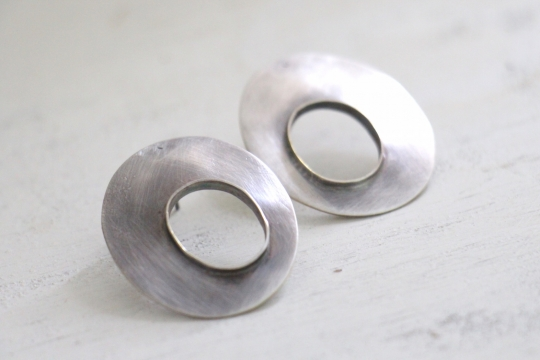 ora ten silver hoop earrings