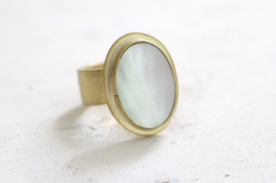 ora ten mother of pearl gold ring