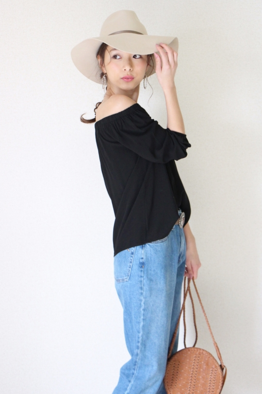 Susy mix black off shouler tops