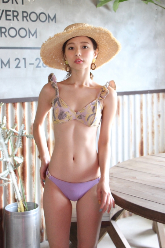 TATIANE DE FREITAS frill yellow tops × purple shorts bikini
