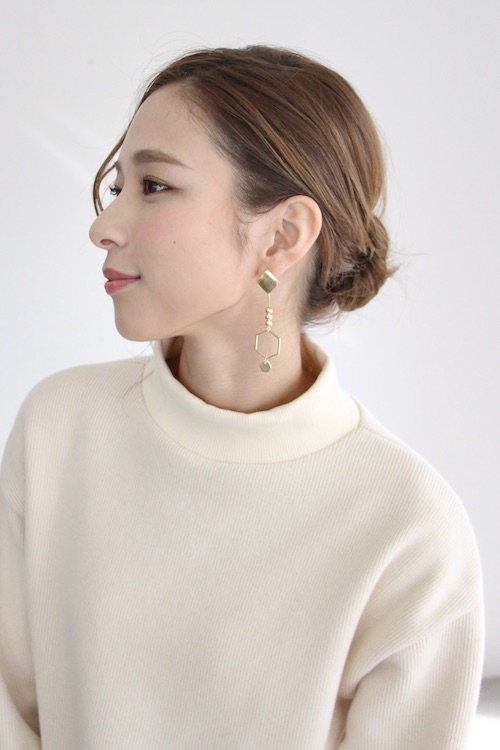 Joia gold asymmetry & pink marble earring
