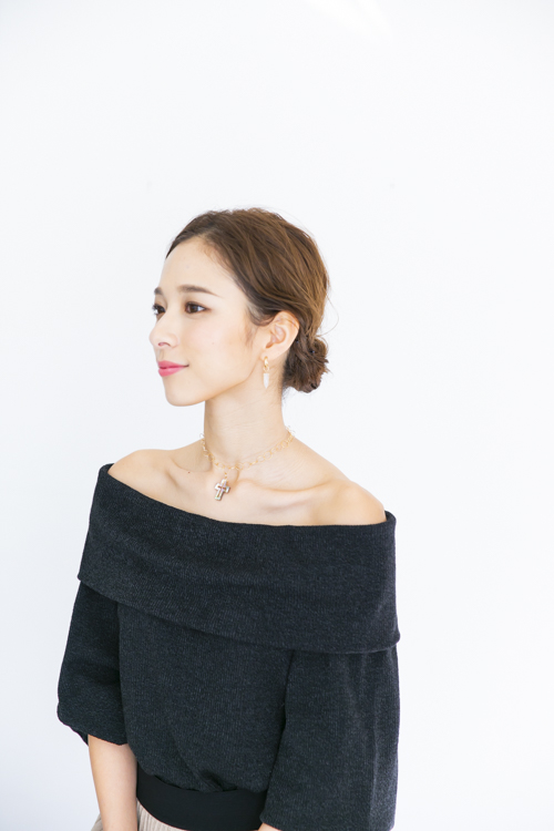 RueBelle cross×hoop necklace