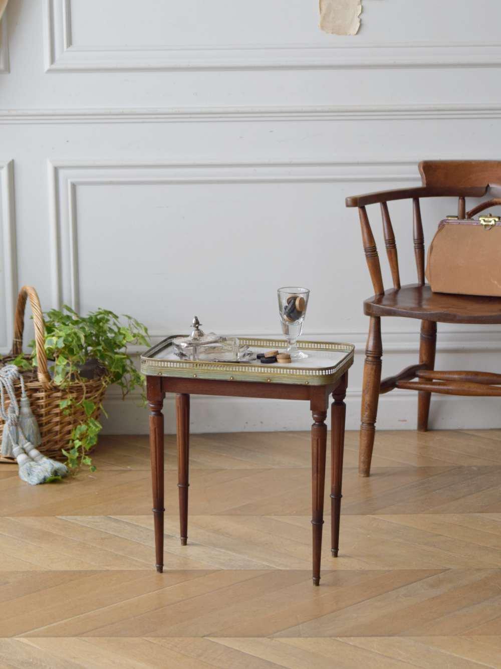 マーブルトップサイドテーブル