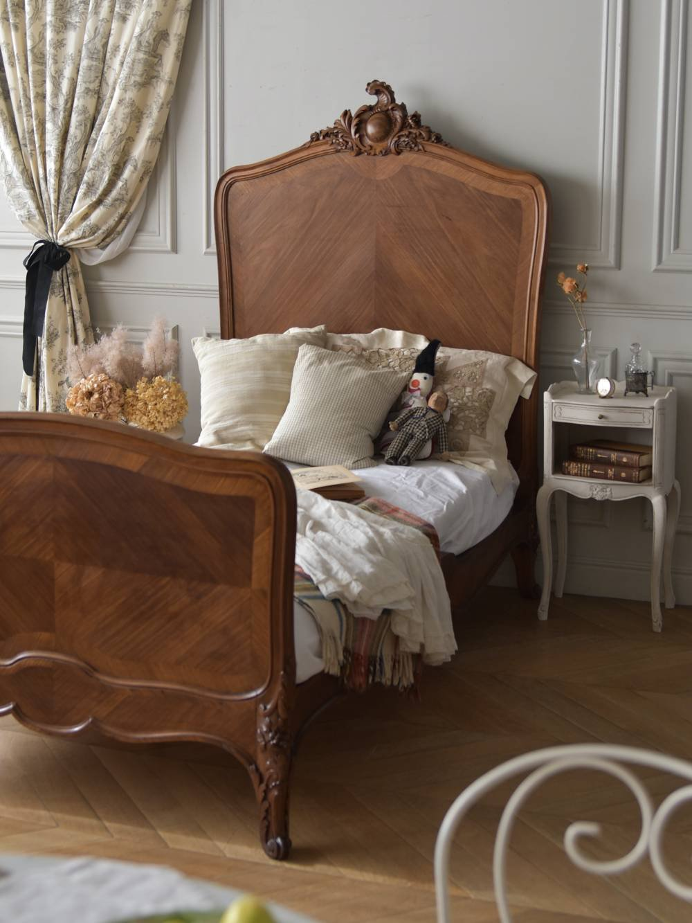 アンティーク木製ベッド.4