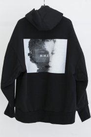 予約商品 JULIUS(ユリウス)  COTTON DOUBLE FACE SEAMED SLEEVE PRINT HOODIE (BLACK)