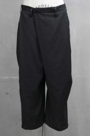 予約商品 JULIUS(ユリウス) CO/CU CLOTH TUCKED BUGGY TROUSERS (BLACK)