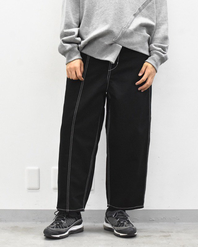 prasthana / white stitch work pants - BLACK