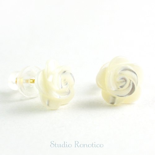 14kgf 白蝶貝 の小さな薔薇 ピアス スタット