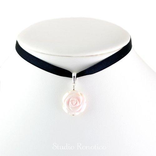 Silver925 クイーンコンクシェル薔薇彫刻ペンダントトップ サテンリボン付