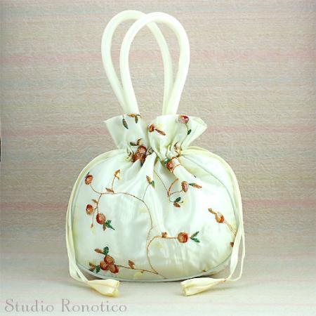 お花モチーフ刺繍のミニ巾着バックwi