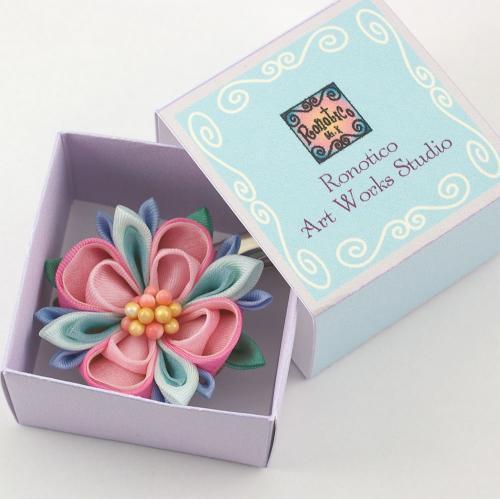 つまみ細工 ブローチ 手染めシルク お花のブローチ クリップ付き ピンク