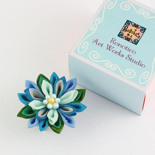 絹のお花の帯留め ブルー系