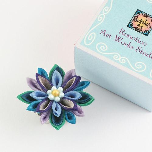 絹のお花の帯留め パープル系