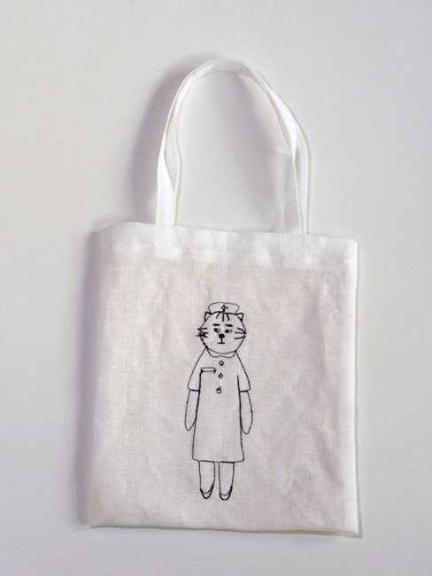 sennokoto リネンの刺繍ミニバッグ (ナース)       <img class='new_mark_img2' src='https://img.shop-pro.jp/img/new/icons12.gif' style='border:none;display:inline;margin:0px;padding:0px;width:auto;' />
