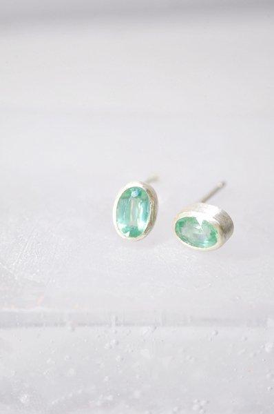 SP809 グリーンカイヤナイトシルバーピアス(片耳)