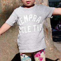 <img class='new_mark_img1' src='//img.shop-pro.jp/img/new/icons24.gif' style='border:none;display:inline;margin:0px;padding:0px;width:auto;' />tempra Classics Logo Kids Tee