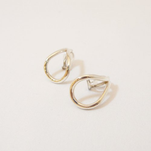 【 r 】アール<br />Drop Earring