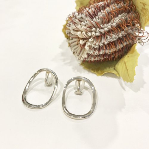 【 r 】アール<br />Swell Earring