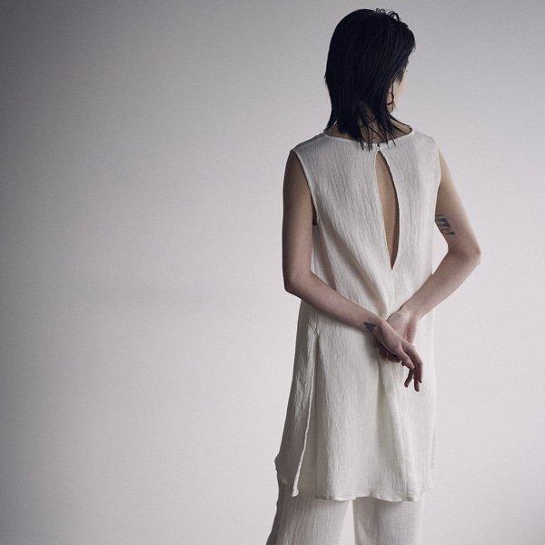 30%OFF<br />SEA<br />リンクル バックスリット スリーブレス ドレス