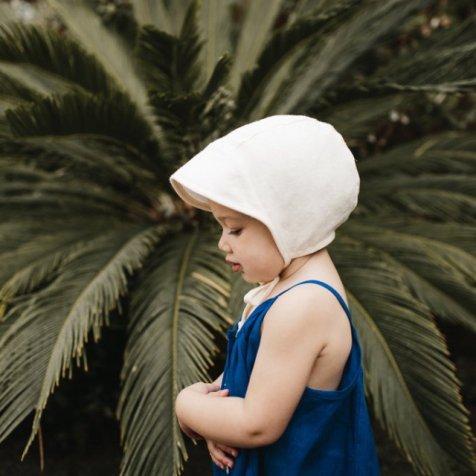 Brimmed bonnet ivory linen