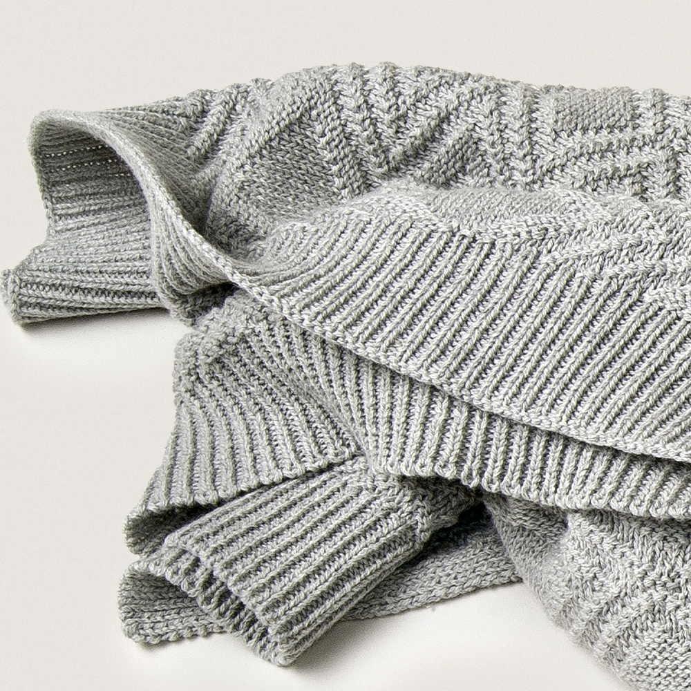 Ollie Gray Blanket img2
