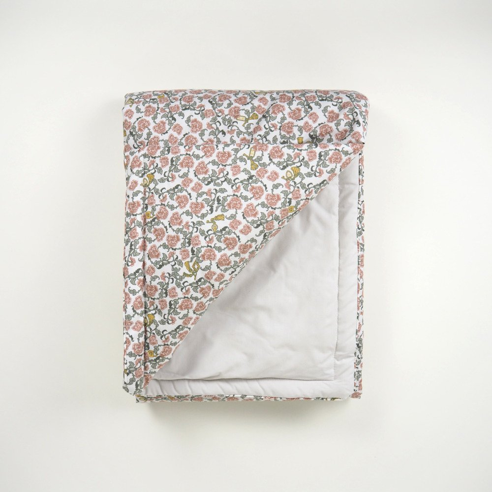 【追加販売】Floral Vine Filled Blanket img1
