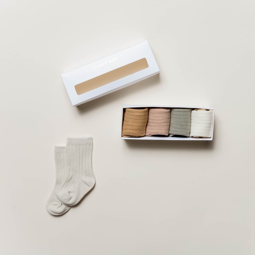 【25%OFF】4 Pack of Socks (1 of each color) B img