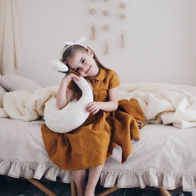 Vicky the Swan cushion img8