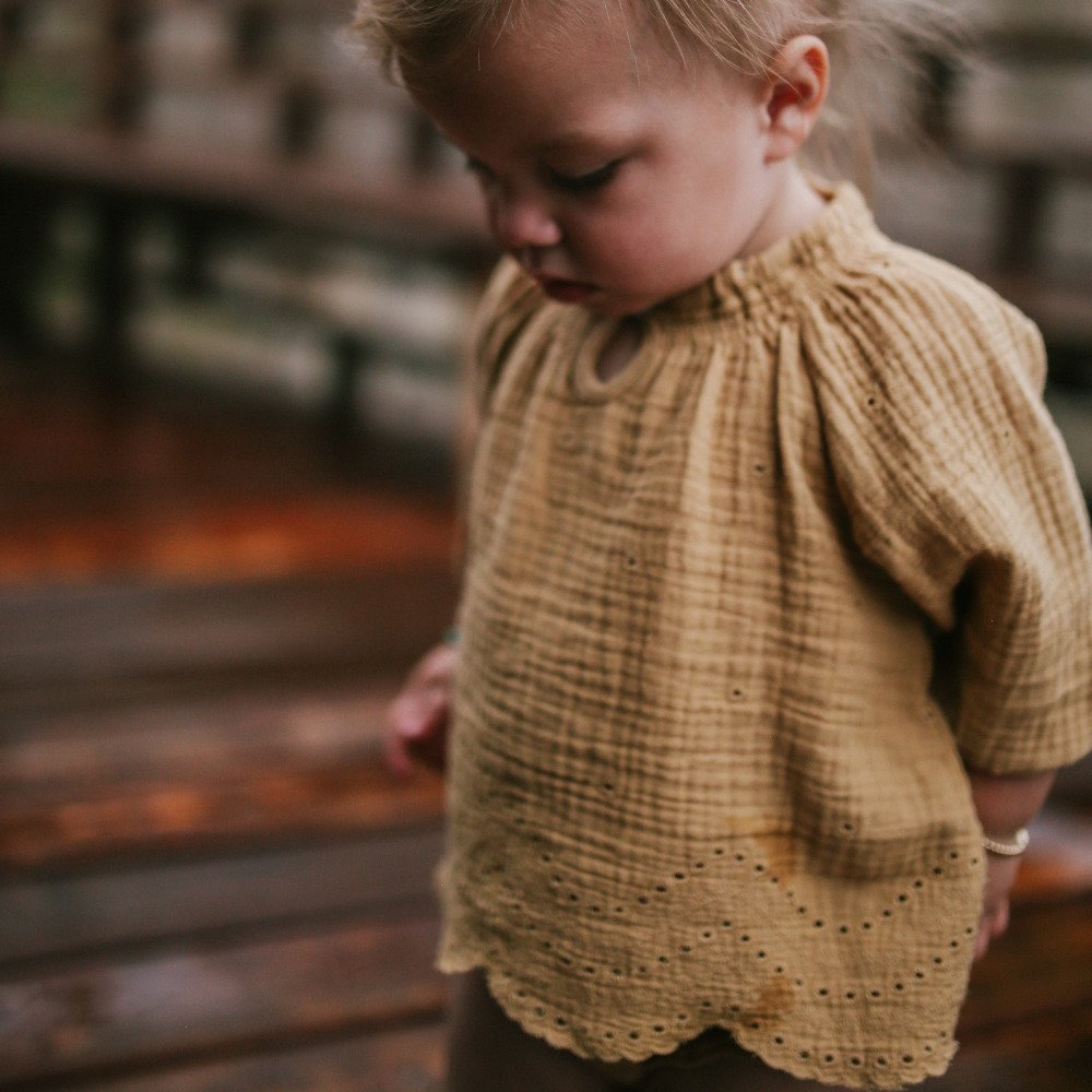 eyelet quincy blouse img7