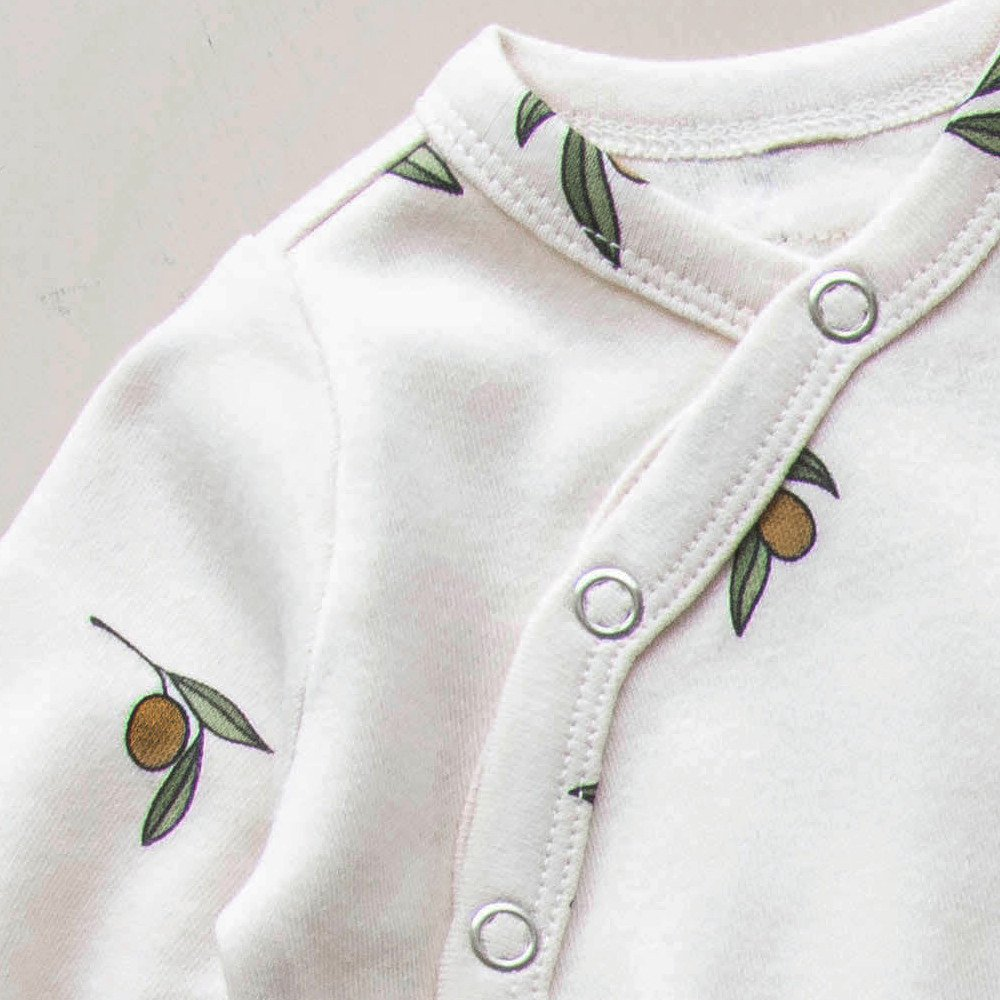 Olive Garden Suit w contrast feet img1