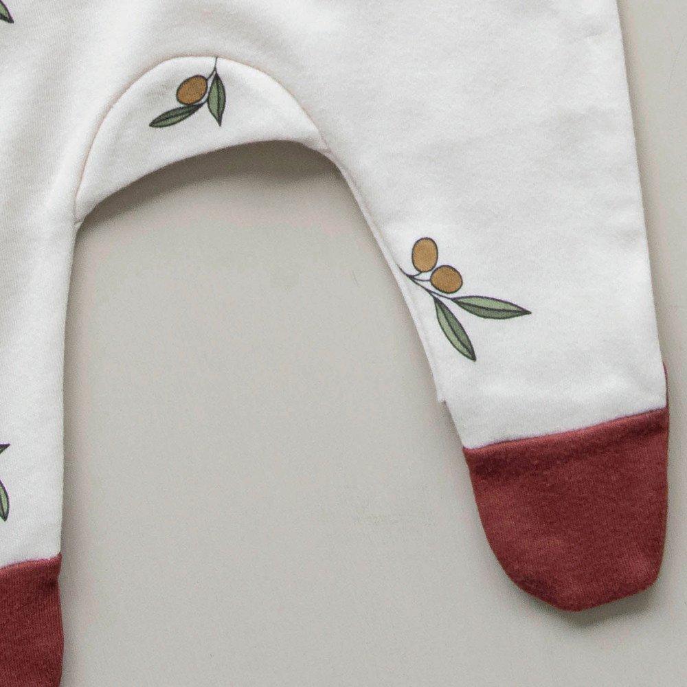 Olive Garden Suit w contrast feet img4