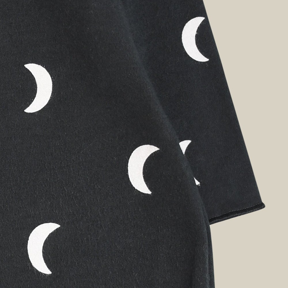 Midnight Suit w contrast feet img5