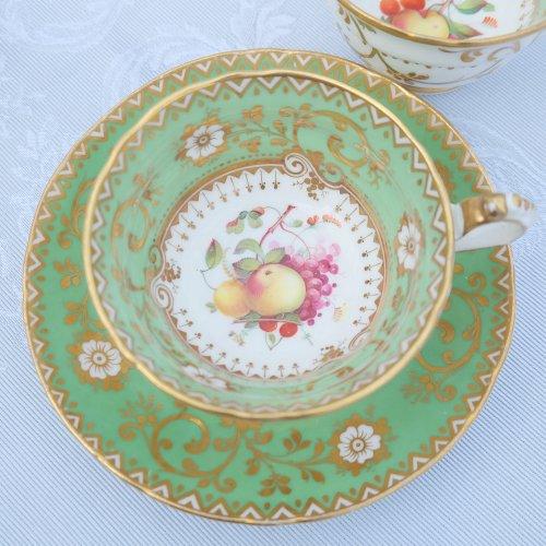 リッジウェイ・絵画のようなフルーツの絵柄のティー・コーヒーカップトリオ(送料込)
