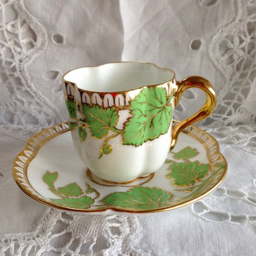 ヴィクトリア時代中期・コールポート・エンボス模様ときれいな緑色と金彩が美しいカップ&ソーサー(送料込)