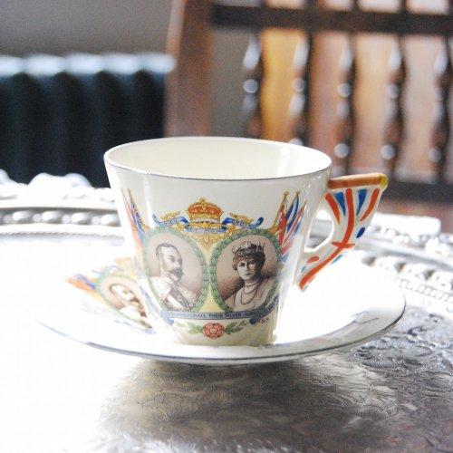 1935年・バーレイ・ユニオンジャックのハンドルが可愛らしい・ロイヤルファミリー記念のティーカップ&ソーサー(送料込)