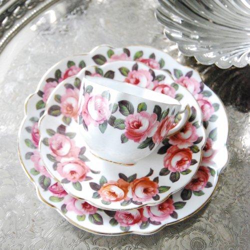 スタフォードシャー・ヴィンテージボーンチャイナ・英国のバラのティーカップトリオ(送料込)