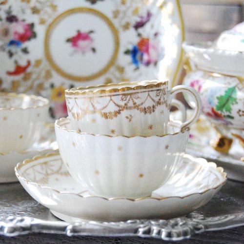 1770年代・ウースター・金彩とリボン模様のティーボール・コーヒーカップトリオ/ ティーボール&ソーサー(送料込)