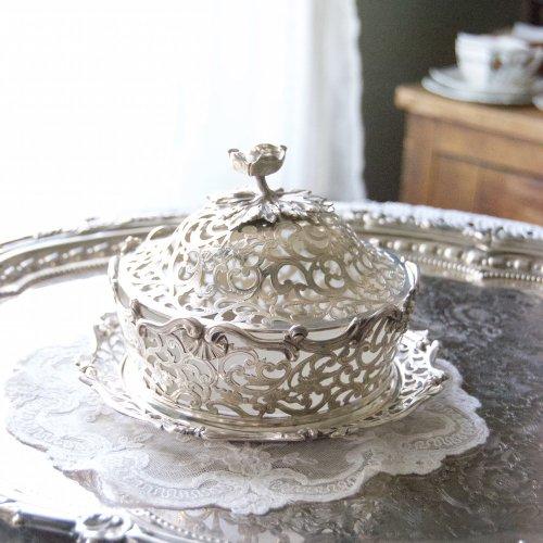 1842年・スターリングシルバー・透かし細工・溜息の出る美しい蓋つきのお菓子入れ(送料込)