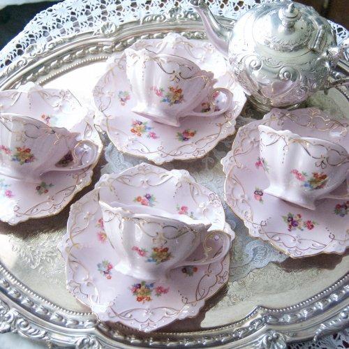 チェコ製・淡いピンクと金彩の可愛らしいティーカップ&ソーサー(送料込)