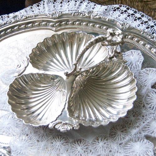 1904年・ウォーカー&ホール・シルバープレート・貝殻シェイプのトリフォイルのお菓子入れ(送料込)