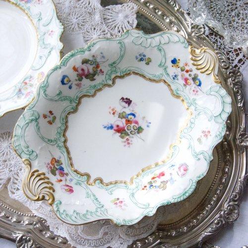 コールポート・鮮やかなグリーンの手描きのライン模様・ロココスタイルのオーバルケーキ皿(送料込)