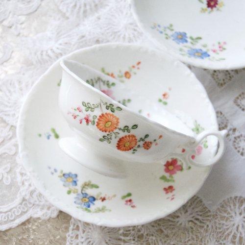 1840年代・ミントン・手描きの素朴なお花の絵柄のティーカップ&ソーサー・トリオ(送料込)