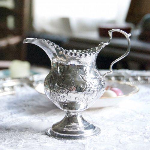 1777年・純銀・スターリングシルバー・ジョージアン時代・お花の打ち出し模様の小さなクリーマー(送料込)