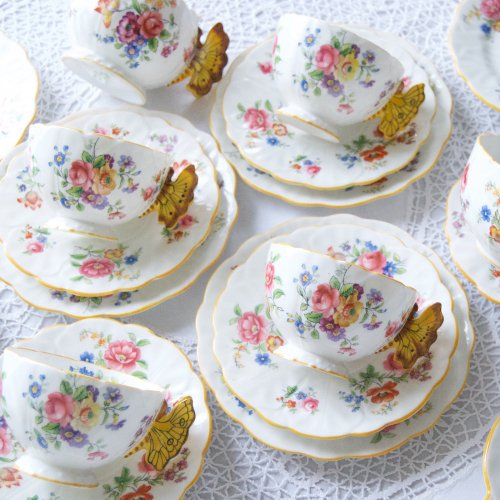 エインズレイ・珍しいバタフライハンドルとカラフルなお花柄のティーカップ&ソーサー18点セット(送料込)