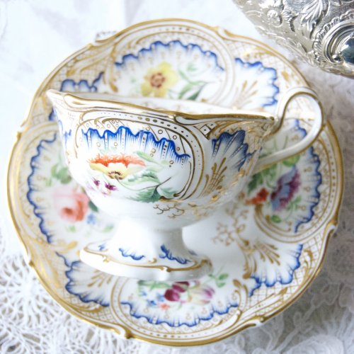HRダニエル・鮮やかな瑠璃のような青色と美しい手描きの花たちのティーカップ&ソーサー(送料込)
