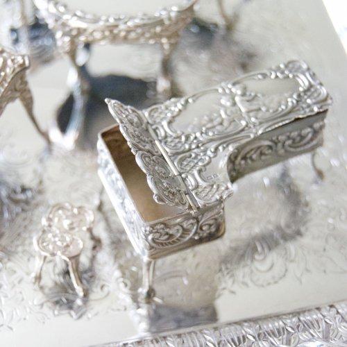 シルバー・純銀・ミニチュアの天使の家具セットーピアノ&小さなストール(送料込)