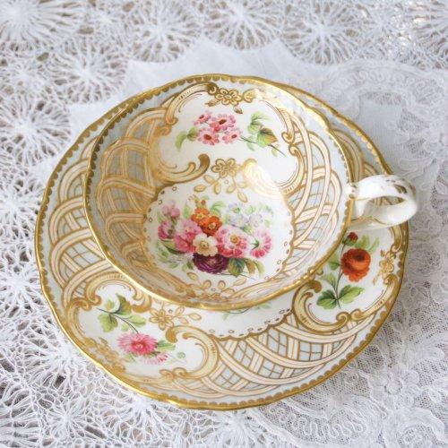 サミュエルオールコック・1840年代・編み込み模様と金彩と手描きのお花が美しいティーカップ&ソーサー(送料込)