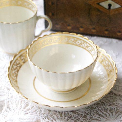 カーフレイ・フルーテッドボディと金彩の装飾のまばゆく輝くティーボール・コーヒーカップトリオ(送料込)
